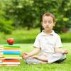 otrok meditira