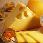 Tako kot meso, vsebuje veliko nasičenih maščob tudi sir. V kombinaciji z alkoholom je uživanje sira tvegano, saj poveča možnosti za obolenja jeter