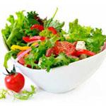 Solate s svežo zelenjavo bi morale biti na dnevnem jedilniku vsake osebe